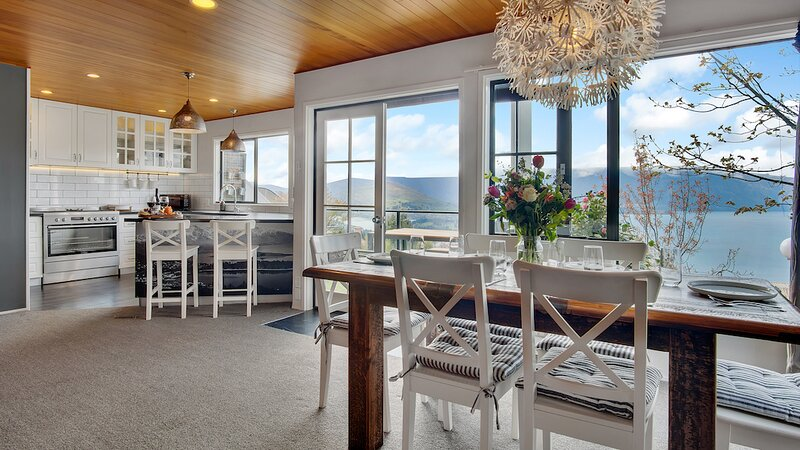 Greenstone Heights Holiday Home, vacation rental in Glenorchy