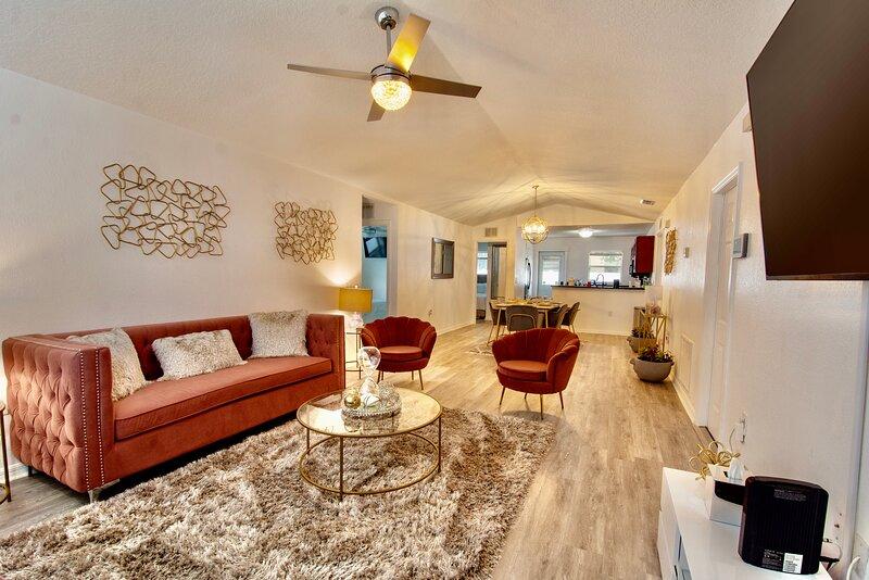 We Welcome You Home- Entire House, location de vacances à Temple Terrace