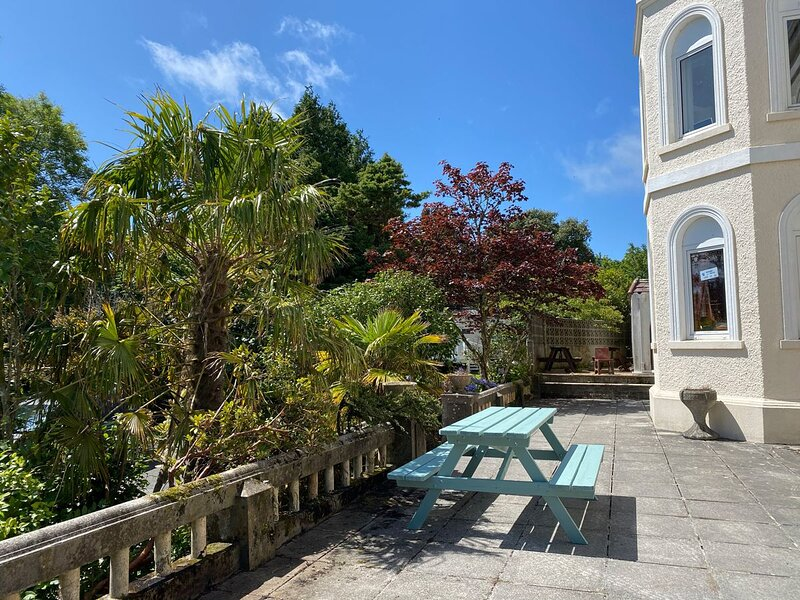 Park View 2 bedroom apartment on Castle holiday park, vacation rental in Nanpean