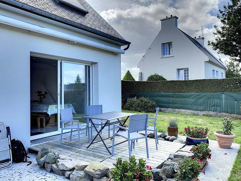 Maison indépendante avec grand jardin, vacation rental in Henanbihen