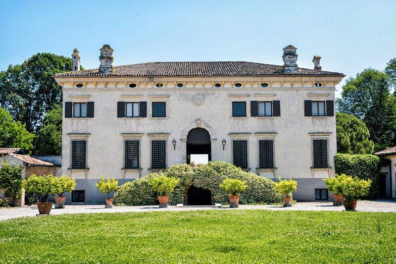 Villa Adige MAIN VILLA + 2 Units, vacation rental in San Pancrazio