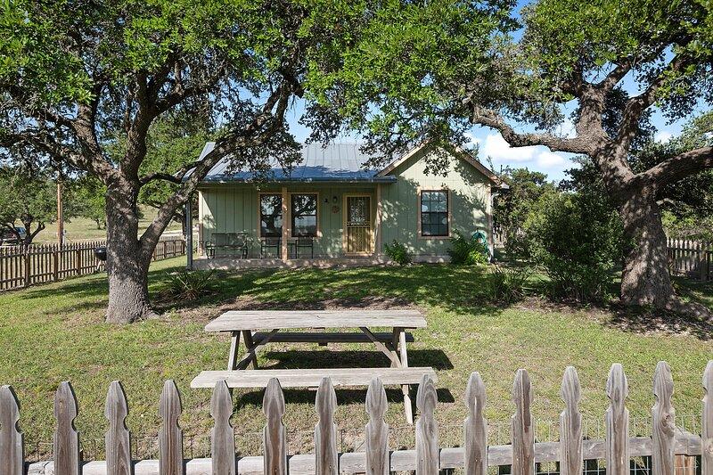Cottage at Twin Oaks, location de vacances à Doss