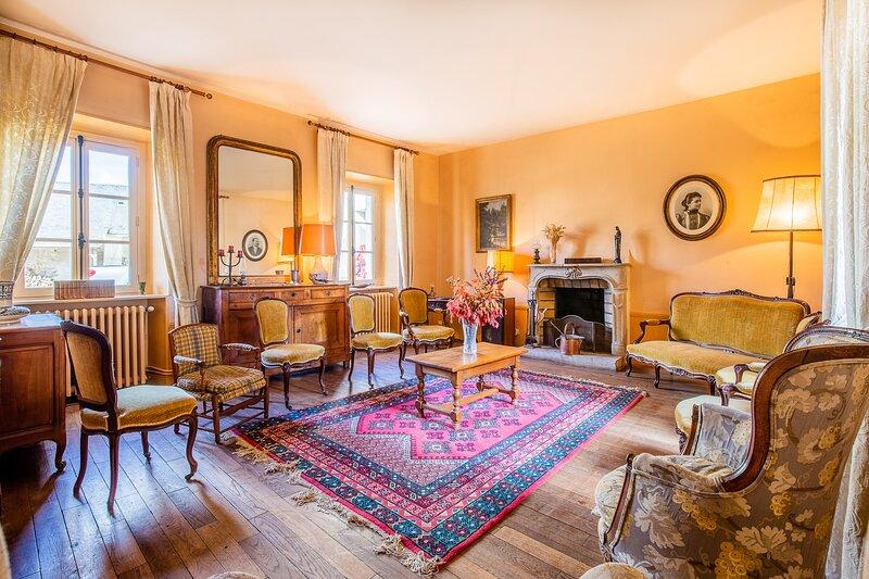 Maison de charme dans corps de ferme, holiday rental in Bures-sur-Yvette