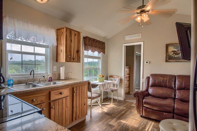 Deer Trail Ranch-Blue Cottage, alquiler vacacional en Johnson City