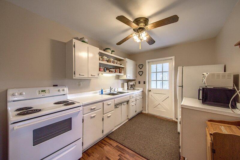 Deer Trail Ranch- White Cottage, alquiler vacacional en Johnson City