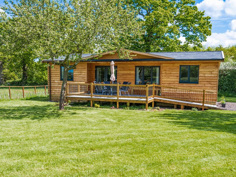 Top Style Orchard, Hallow, holiday rental in Holt