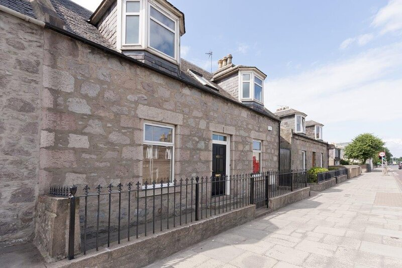 Beautiful Old Aberdeen/City Centre Cottage, holiday rental in Blackburn