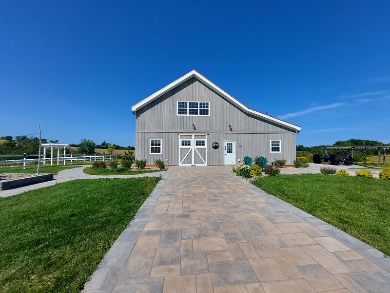 Fossil Farms Oceanside Retreat, holiday rental in Black Point