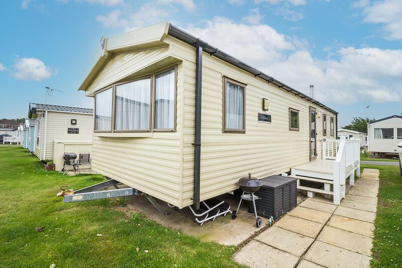 Lovely 8 berth caravan for hire at Haven Hopton Holiday Park ref 80059F, holiday rental in Hopton on Sea