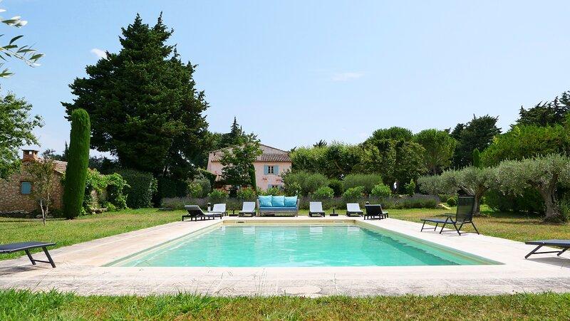 LS2-17 FIGNOULADO - Mas provençal avec piscine privée et chauffée, 12 personnes, holiday rental in Les Vigneres