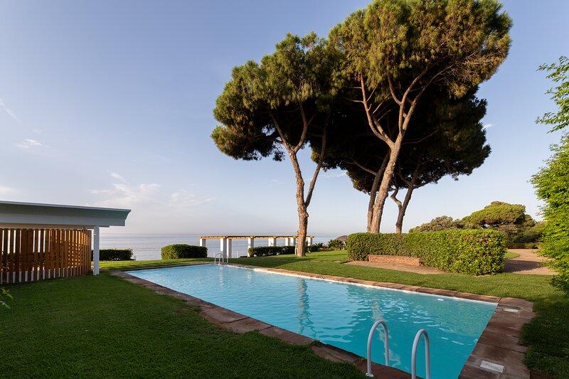 Catalunya Casas: Outstanding villa facing the sea for 14 people in Mataró, holiday rental in Mataro