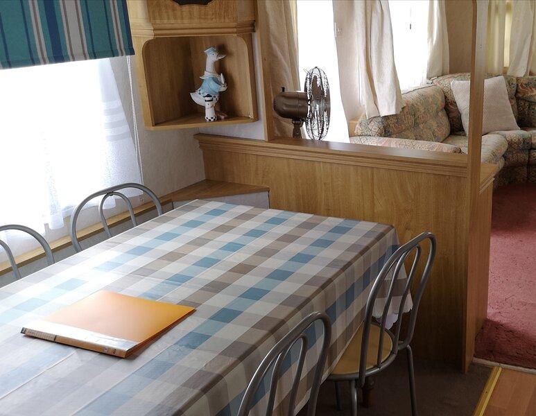 Large 2 bed static caravan holiday let leysdown on sea. Beach, pool, parking., holiday rental in Eastchurch