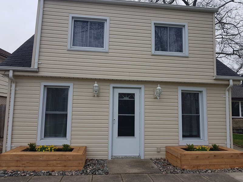 Your Sarnia 'City Cottage' is waiting for you!, alquiler vacacional en Port Huron