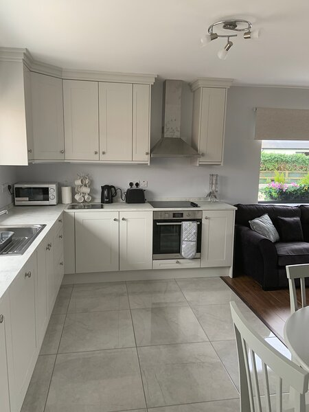 New apartment in Furbo on the wild Atlantic way, holiday rental in Spiddal