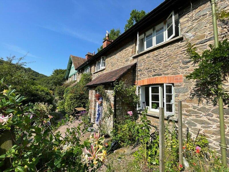 Cosy Cottage in Lynbridge, near Lynton, UK, vacation rental in Brendon