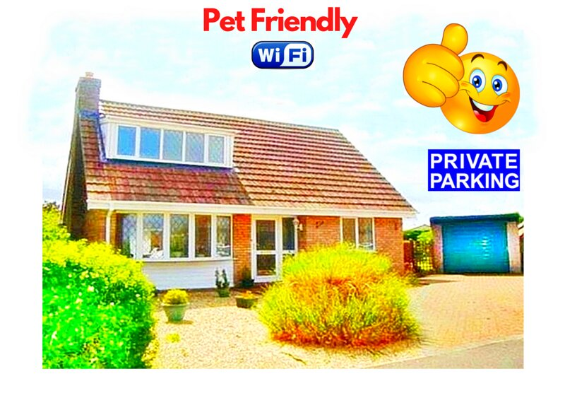 Fabulous Pet Friendly Holiday Cottage near Beach & Skegness - Free Parking !, casa vacanza a Helsey
