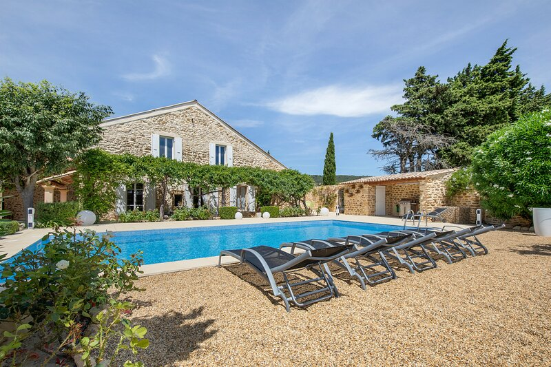 Amazing villa with swimming-pool, vacation rental in Rochegude