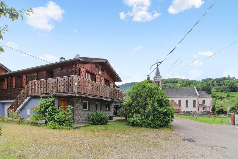 Amazing chalet with mountain view, alquiler vacacional en Breitenbach