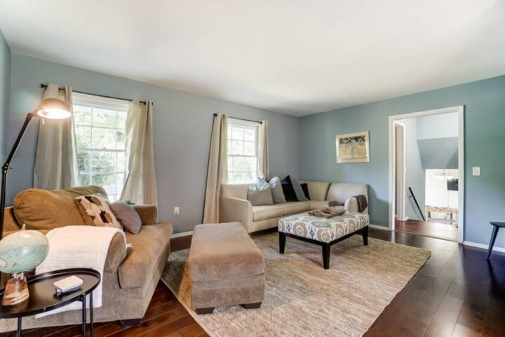 Newly Listed! Charming Home - PET FRIENDLY - Fire pit / BBQ - Private parking -, holiday rental in Monroe