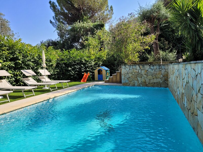 Nice villa with swimming-pool, holiday rental in Peillon
