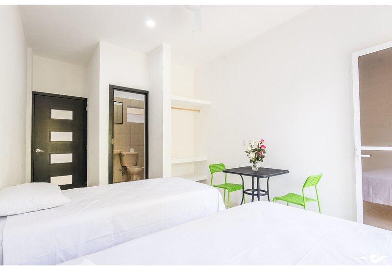 Standard room with two single beds, holiday rental in Brisas de Zicatela