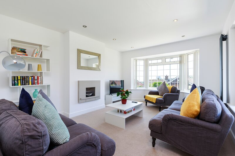 Modern 5 bedroom residential home with seaview, location de vacances à Cooksbridge