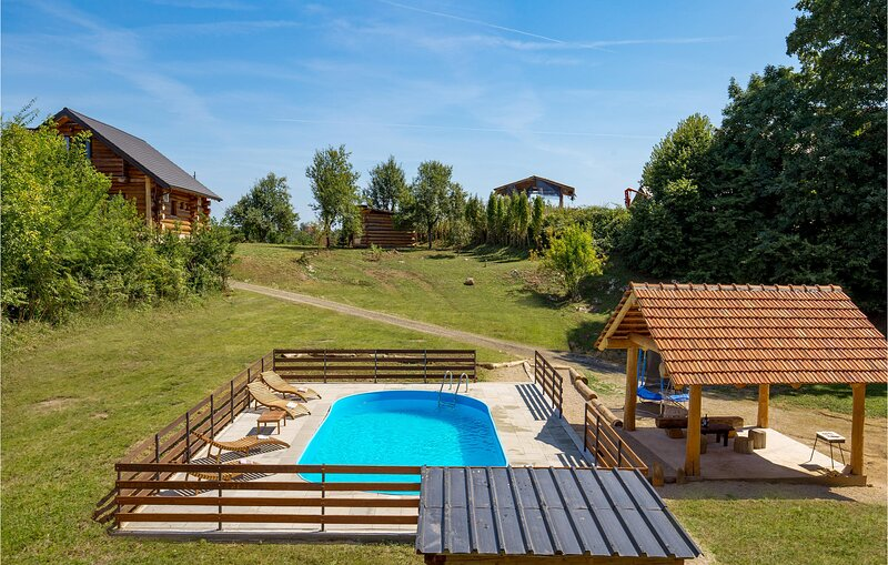 Awesome caravan in Slunj with Jacuzzi, WiFi and 2 Bedrooms (CCL107), holiday rental in Karlovac County
