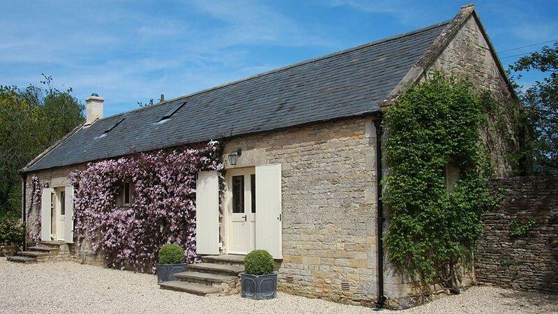 Aylworth Manor Granary, Aylworth - sleeps 4 guests  in 2 bedrooms, location de vacances à Shipton Oliffe