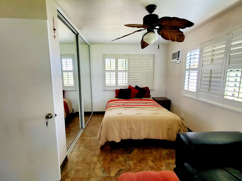 Private bedroom with own bathroom, vacation rental in Ewa Beach