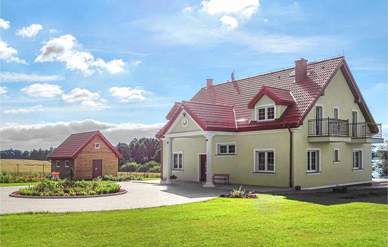 Beautiful home in Srokowo with WiFi and 6 Bedrooms (PMA839), vacation rental in Wegorzewo