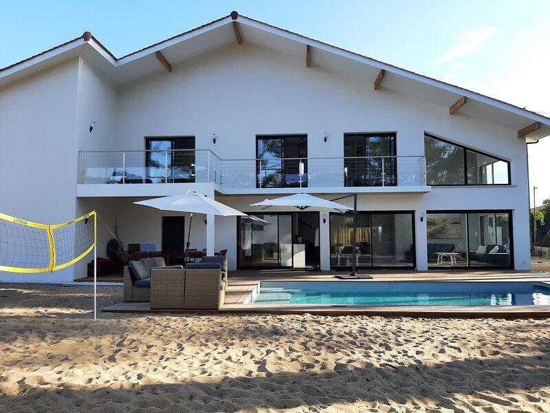 Villa avec piscine à 2 mn à pied de la plage, alquiler vacacional en Labenne