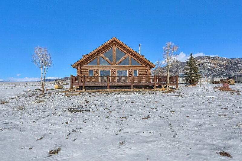 Beautiful cabin on 11 Mile Reservoir with beautiful sights and Rocky Mountains., holiday rental in Hartsel