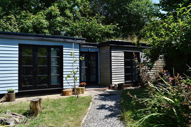 Simple Semi Rural Cabin Close To Nature, vacation rental in Parkmill