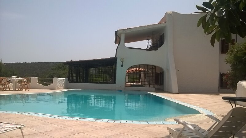 Exclusive villa seaview  in a little paradise with pool 5⭐️ hotel comfort & care, holiday rental in Isola di Sant Antioco