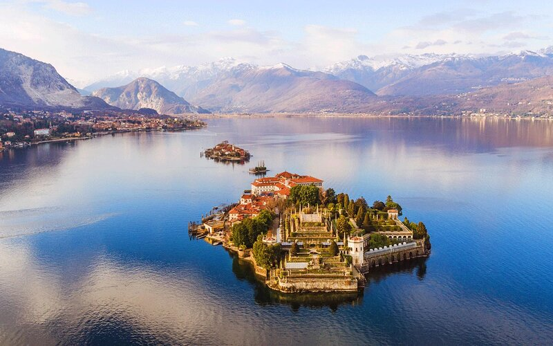 A MANSION WITH BEAUTIFUL VIEW OVER LAKE MAGGIORE, vacation rental in Isola Pescatori