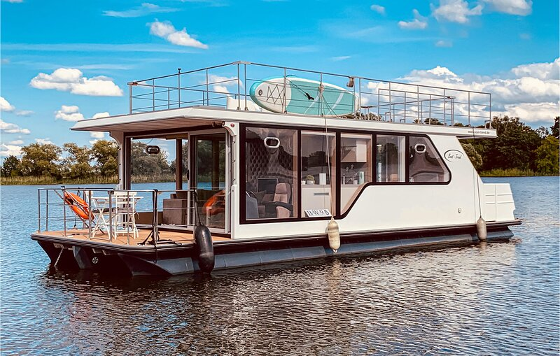 Amazing ship/boat in Havelsee OT Kützkow with 1 Bedrooms (DBB021), vacation rental in Brandenburg City