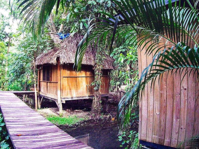 Bungalow8 Hotel Kangaroo Rio Dulce Waterfront River Jungle with Restaurant, aluguéis de temporada em Alta Verapaz Department