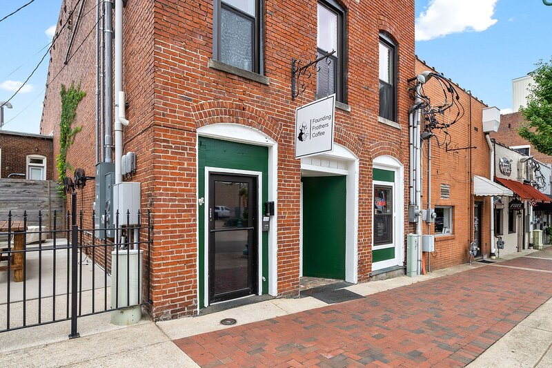 Berry Cute Loft- Downtown, Close to everything, holiday rental in Clarksville
