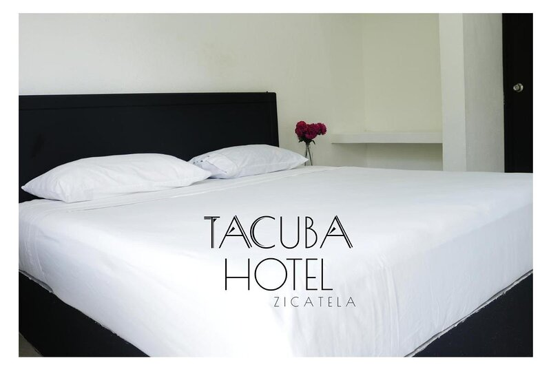 Private room with king size bed, holiday rental in Brisas de Zicatela