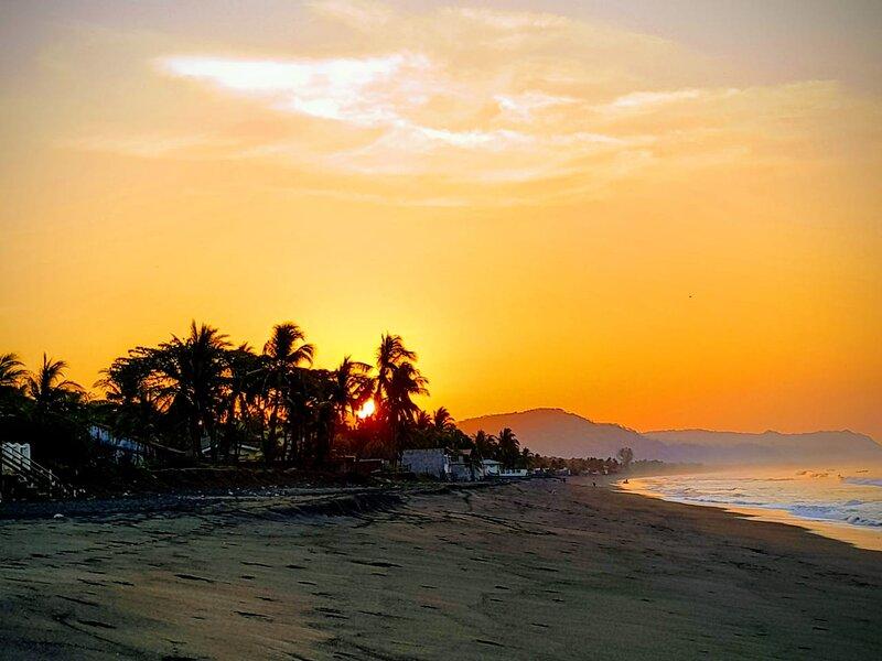 Beachfront House, Playa Barra Salada, Sonsonate, holiday rental in Acajutla