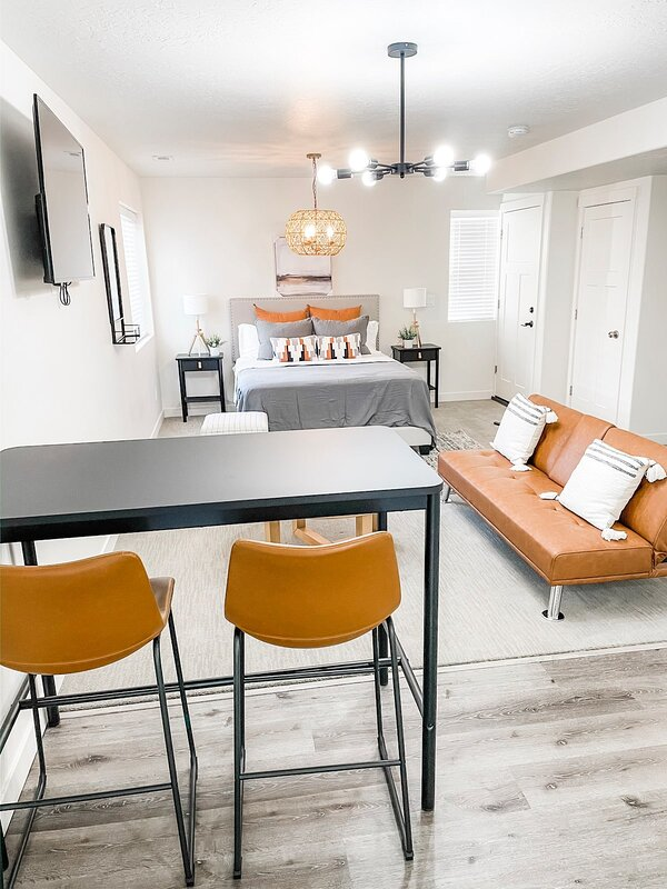 Sunshine Travelers Minimalist Getaway Suite in American Fork, location de vacances à Saratoga Springs