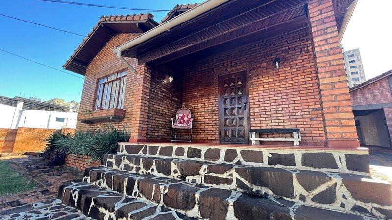 Sua casa de campo bem no CENTRO de Foz, alquiler de vacaciones en Foz do Iguaçu