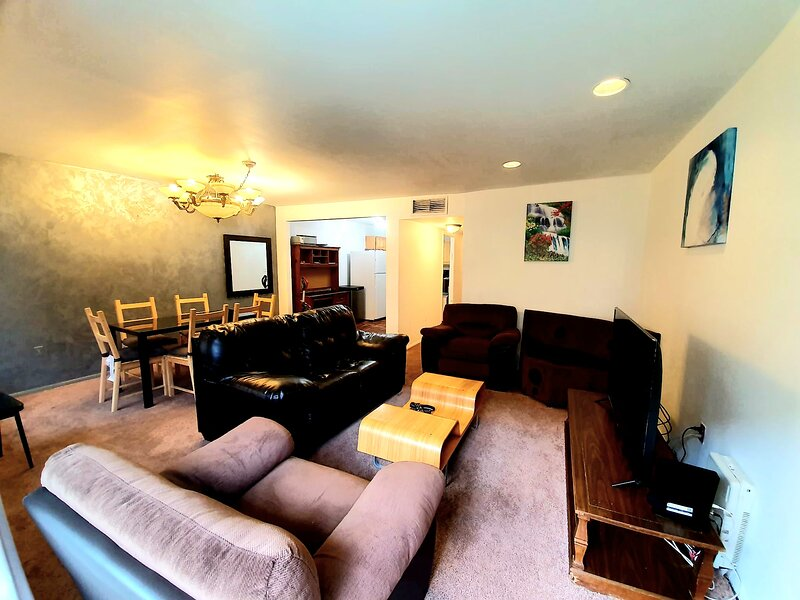 3 bedrooms apartment 4 min from B/Q train to Manhattan in a great neighborhood, holiday rental in Rockaway Park