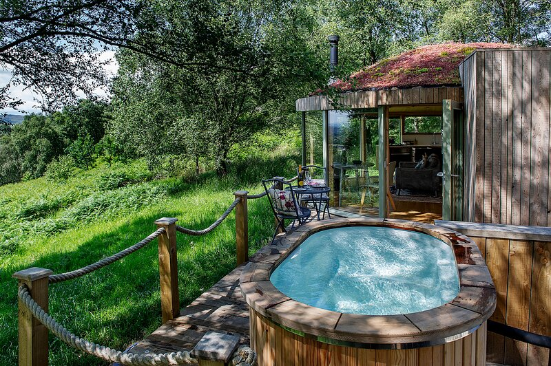 Luxury and Peaceful 1-bed Roundhouse with Hot Tub, holiday rental in Lennoxtown
