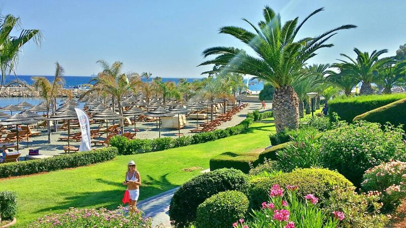 Amathus Luxury Holiday Apartment, alquiler vacacional en Agios Tychon