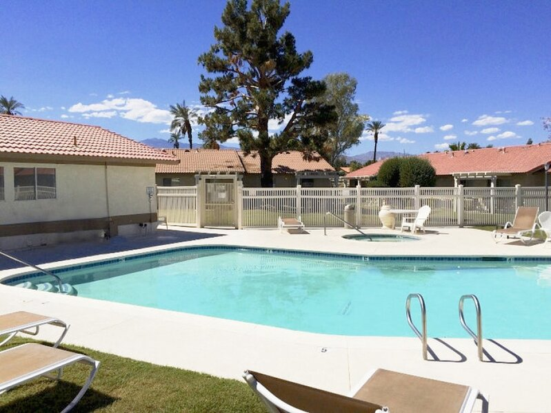 Cosy 2BR Condo with an Outdoor Pool Indian Palms, vacation rental in Coachella
