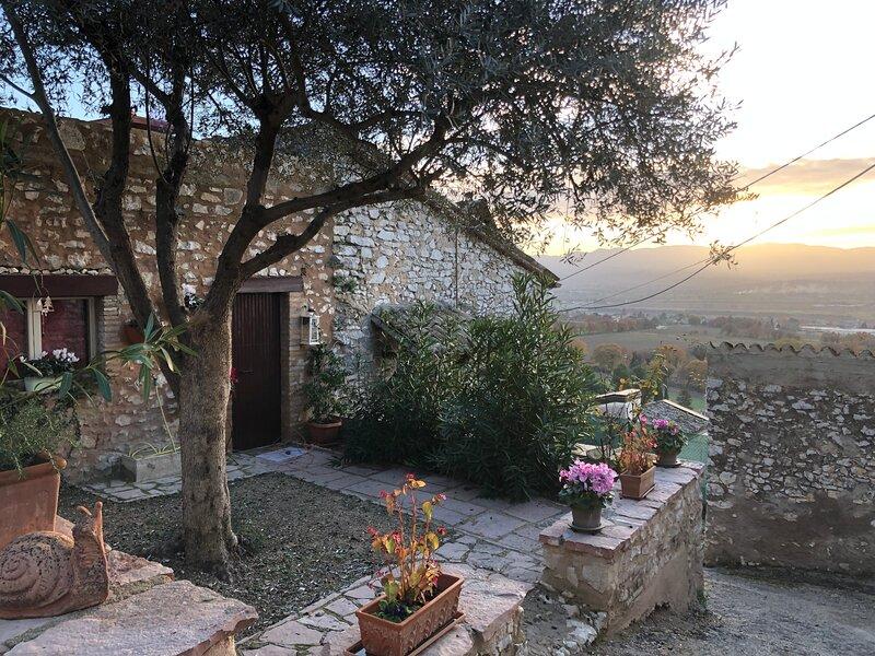 Casa vicino Assisi perfetta per vacanze con animali, holiday rental in Coste