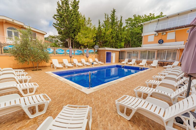Vila Smilja with Pool - Apartment with Pool view, vacation rental in Sutomore