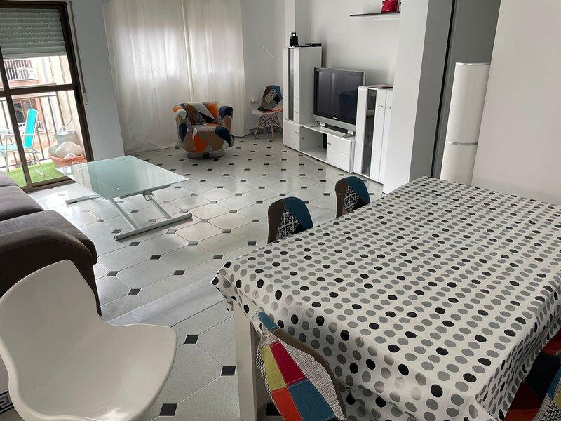BONITO APARTAMENTO RECIENTEMENTE  REFORMADO EN EL CENTRO DE CALAHONDA Y A 1' DE, vacation rental in Castillo De Banos