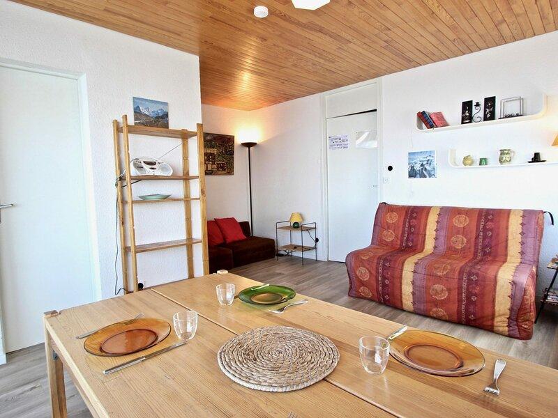 Appartement 2 pièces 4 personnes proche des pistes, idéalement placé avec vue, holiday rental in Chamrousse
